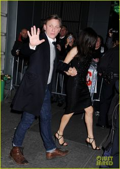 Daniel Craig and Rachel Weisz hold hands while leaving the Barrymore Theatre and getting into their car together in New York City. #Hollywood #Fashion #Style #Beauty
