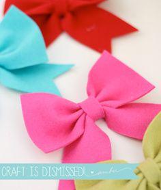 DIY Easy Felt Bows   Damask Love - decorate a headband or bag, or make a bow garland!