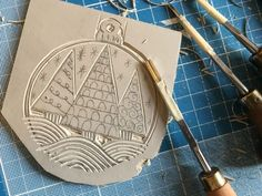 Make a Simple Christmas Card Learning Linocut - Printmaking Tuition and ClassesBeginners Guide to – The New Linocut Book by Susan YeatesToday I wanted to show yo Christmas Makes, Christmas Art, Simple Christmas, Handmade Christmas, Funny Christmas, Christmas Design, Christmas Lights, Stamp Printing, Screen Printing