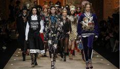 Fashion devotion was the theme of Dolce & Gabbana fashion show at Milan Fashion Week. The Fall Winter 2018 collection had both fashion & technology together. Fashion 2018, Fashion Week, Trendy Fashion, Womens Fashion, Milan Fashion, Fashion Bags, Fashion Fashion, Fashion Events, Fashion Shoes