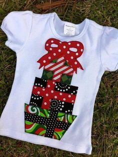Girls or Boys Christmas Short Sleeve Applique by AliWadeBoutique Christmas Applique, Christmas Sewing, Kids Christmas, Christmas Tee Shirts, Ugly Christmas Sweater, Christmas Projects, Christmas Crafts, Christmas Outfits, Blusas T Shirts