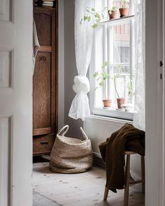Une déco rustique et moderne pour cet intérieur scandinave Home Decor Accessories, Scandinavian Home, Cheap Decor, Cheap Home Decor, House Design, Home Remodeling, Interior, Home Decor, House Interior