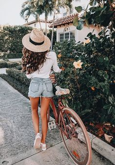 Pinky tones, denim shorts, and a sun hat | Summer Vibes Fashion and Photography @EarthBodyMindSoul
