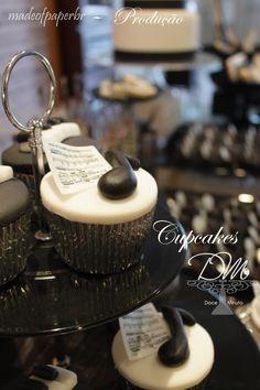 Produção elaborada, requintada por Madeofpaperbr e com nossos Cupcakes.
