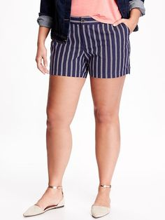 """Mid-Rise Printed Plus-Size Canvas Shorts (5"""") Product Image"""
