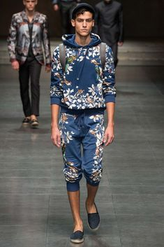 http://www.style.com/slideshows/fashion-shows/spring-2016-menswear/dolce-gabbana/collection/16