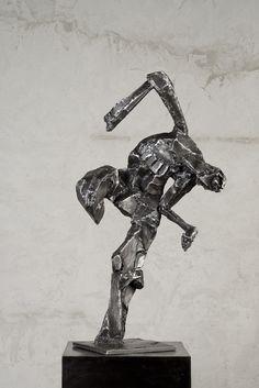 Mateusz Sikora, 096 Bez tytułu, 2011, stal spawana, 112 x 56 x 39 cm