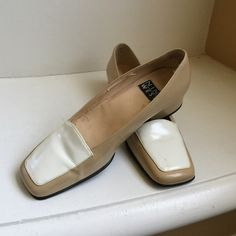 Nine West shoes in dual tone of white & cream. Nine West shoes in cream & white. A bit of flakes on the inner soles of both shoes.  Please see pictures.  Pre loved. Nine West Shoes Flats & Loafers