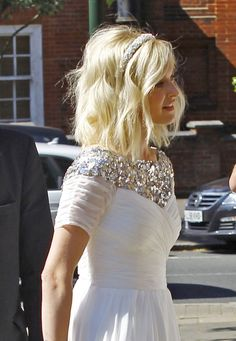 Fearne Cotton pictured in stunning gown as she ties the knot with Jesse Wood 2019 Fearne Cotton Wedding The post Fearne Cotton pictured in stunning gown as she ties the knot with Jesse Wood 2019 appeared first on Cotton Diy. Short Bob Hairstyles, Celebrity Hairstyles, Down Hairstyles, Short Haircut, Medium Long Hair, Medium Hair Styles, Short Hair Styles, Bridal Hair Down, Wedding Hair Down