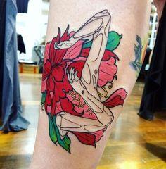 Flower girl tattoo. Leg colorful tattoo. Tatuaje chica. Ana Maturana tattooartist