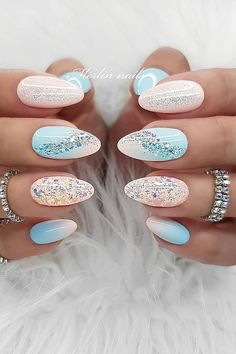 If you're not a fan of tacky Balarina Nails or if you love unusual nail art design but you're somehow busy or lazy to do an hour manicure treatment, here's a solution! These Picture Credit minimalist nails will assure you that less is more. Fabulous Nails, Perfect Nails, Gorgeous Nails, Romantic Nails, Elegant Nails, Cute Nails, Pretty Nails, Dandelion Nail Art, Minimalist Nails