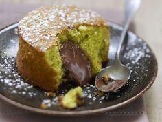 Pistachio cake with chocolate filling - Kuchen-Rezepte - Dessert Quick Dessert Recipes, Easy Cake Recipes, Easy Desserts, Baking Recipes, Sweet Recipes, Quiche Recipes, Bread Recipes, Food Cakes, Pistachio Cake