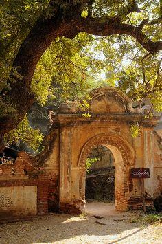 Temple entrance in Myanmar photo on Sunsurfer Myanmar Travel, Burma Myanmar, Laos, Wonderful Places, Beautiful Places, Nepal, Strait Of Malacca, Temples, Dubai