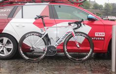 Alexander Kristoff's Canyon Aeroad CF SLX http://www.bicycling.com/bikes-gear/tour-de-france/the-coolest-custom-bikes-of-the-2016-tour-de-france/slide/9