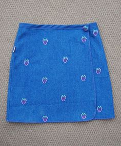 Cute wrap skirt for kids or grown ups!  This looks super easy!