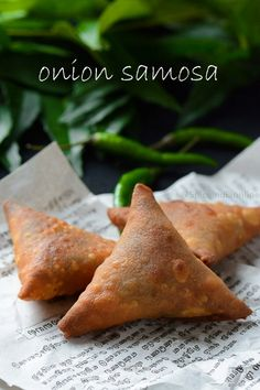 Tea Kadai Samsa - Onion Samosa Recipe - How to make Patti Samosa — Spiceindiaonline Aloo Recipes, Veggie Recipes, Snack Recipes, Cooking Recipes, Cooking Food, Indian Appetizers, Indian Snacks, Indian Sweets, Tea Snacks