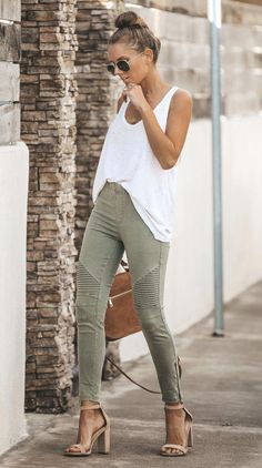Fashion Tips Outfits Motorcycle Jeggings Olive.Fashion Tips Outfits Motorcycle Jeggings Olive Trajes Business Casual, Business Casual Outfits, Casual Winter Outfits, Casual Summer, Casual Dinner Outfit Summer, Summer Business Casual, Church Outfit Summer, Church Outfits, Summer Work Outfits