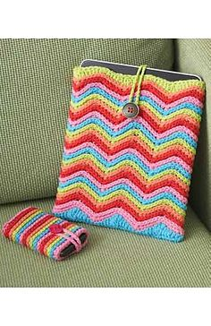 Crochet Ipad or Tablet and mobile phone matching cover. Free Pattern.