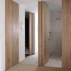 Y si cambiamos el estilo de nuestra vivienda con puertas en madera y hasta el techo? Que os parece? Increíble el cambio que daría no?  #decoraciondeinteriores #delucioreformas #estilonordico #diseño