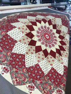 Dahlia Patchwork Patterns, Craft Patterns, Quilt Patterns, Colchas Quilt, Quilt Blocks, Circle Quilts, Star Quilts, Missouri Quilt, Geometric Quilt