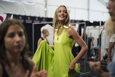 En backstage du défilé Diane Von Furstenberg printemps-été 2013 http://www.vogue.fr/mode/inspirations/diaporama/fashion-week-de-new-york-les-10-images-du-jour-2/9649/image/576751#9