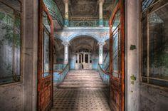 Konfigurierbares Motiv; Livingwalls Fototapete «Vintage Villa Entrance» 036020