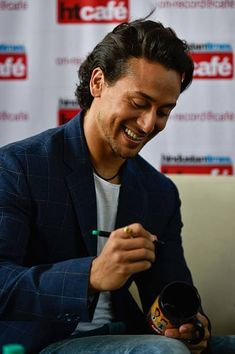 HT Exclusive: Bollywood Actors Tiger Shroff And Shraddha Kapoor Promote Upcoming Movie Bhaggi Tiger Shroff Body, Hrithik Roshan Hairstyle, Indian Male Model, Fight Song, Get Reading, I Like Him, Actors Images, Shraddha Kapoor, Upcoming Movies