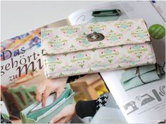 Portemonnaie :: Modage - Anleitung & Schittmuster hier: http://www.handmadekultur.de/schnittmuster/portemonnaie-schnittmuster