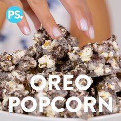our snacking just got a whole lot better with this easy upgrade for regular old popcorn, inspired by Cookie Pop (an Oreo-flavored popcorn featured in our August Must Haves). With a cookies and cream coating and crushed Oreos on top, this popcorn is a heav Oreo Popcorn, Flavored Popcorn, Popcorn Toppings, Marshmallow Popcorn, Popcorn Cake, Popcorn Seasoning, Popcorn Snacks, Candy Popcorn, Popcorn Balls