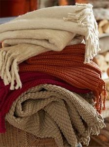 Read our #blog post to find out 5 #DIY Ways to Make Your #Home Feel Like #Fall—be sure to comment & share! #home #decor #nakedclean  https://naked-clean.com/