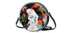 Sac Dizzie, Olympia Le-Tan x Disney, 680 euros, bientôt disponibles sur Net-A-Porter et chez colette http://www.vogue.fr/mode/le-sac-du-week-end/diaporama/les-pochettes-olympia-le-tan-x-disney/21159#!8