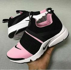 separation shoes d43a7 e0a9b Imagen de shoes, nike, and sneakers. I may not wear them in pink but these  are fresh!