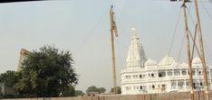 #magiaswiat #vrindavan #matura #podróż #zwiedzanie #indie #blog #świątynie #krishna #gopi #aszram #ogrody #jamuna #mandir #kund #ghaty #govinddev# vaishnodevi #pałac #giridharigoudiya #namyogasadhana Mandir, Krishna, Tower, Building, Blog, Travel, Rook, Viajes, Computer Case
