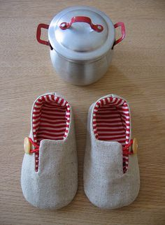 Adorable baby shoes. I recognise the pattern from etsy.