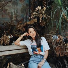 Ulzzang Korean Girl Summer Fashion Urban Style Not everyone is into the Korean style of Asian stree Best Photo Poses, Girl Photo Poses, Girl Poses, Portrait Photography Poses, Photography Poses Women, Fashion Photography, Korean Casual Outfits, Urban Outfits, Ootd Poses