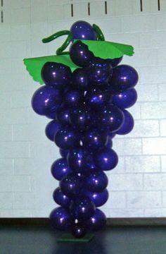 Cumpleaños muy especiales: CÓMO DECORAR UNA FIESTA DE PRIMERA COMUNIÓN.  Ramillete de uvas con globos.