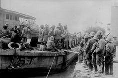 Moyen-Orient - Grande Guerre : les Britanniques prenaient Bassora - Une péniche ambulance en 1917.