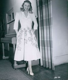 Doris Day....Uploaded By www.1stand2ndtimearound.etsy.com