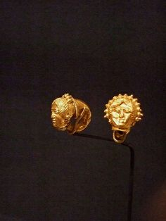 Pair of a Grappolo Earrings Etruscan late 5th-3rd century BCE Gold   #TuscanyAgriturismoGiratola