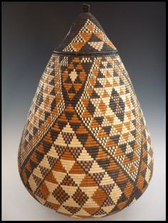 The Zulu people of South Africa, long renowned for their craftsmanship, make some of the finest baskets in the world. Each basket is hand woven from indigenous fibers dyed with natural substances. Weaving Art, Hand Weaving, Art Et Architecture, Basket Weaving, Woven Baskets, Africa Art, African Textiles, Tapestry Crochet, Gourd Art