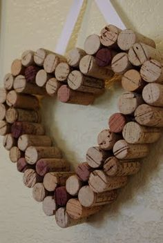 Mom's Crafty Space: I ♥ Cork ; Valentine's Day cork wreath