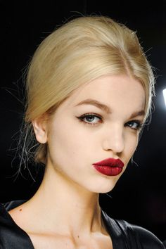 The Best Celebrity Makeup Trends 2015 to get you familiar with the beauty trends that you should try this spring. Cute Girls Hairstyles, Retro Hairstyles, Winter Hairstyles, Bun Hairstyles, Makeup Trends 2015, Beauty Trends, Beauty Hacks, Beauty Makeup, Hair Makeup