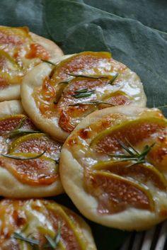La Cucina di Stagione: Pizzette ai fichi bianchi, Montasio e rosmarino