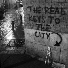 The real keys to the city… Homeless in Madrid Thursday of Feb in Madrid Spain. Location and time will be revealed on Thursday here… Aesthetic Grunge, Quote Aesthetic, Aesthetic Pictures, Arte Grunge, Graffiti Quotes, Street Quotes, Grunge Photography, Black And White Aesthetic, Mood Pics