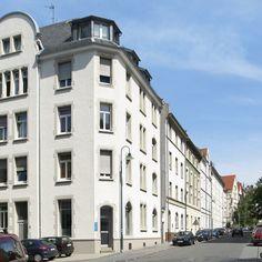 Herzlich willkommen und durch die Ladentür hereinspaziert –unsere Räumlichkeiten im schönen Martinsviertel von Darmstadt.