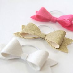 easy DIY hair bow elastics. Learn how to make simple hair bows out of felt, leather, or vinyl. Great handmade gift for any little girl.