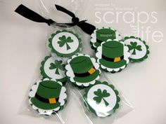 Make St Patrick's Day extra sweet with these 20 easy and delicious St Paddy's Dessert Recipes. From Leprechaun bark to cupcakes there's a sweet treat for everyone! St Patricks day treats 20 Deliciously Sweet St Patrick's Day Treats - This Tiny Blue House Candy Crafts, Paper Crafts, Chocolates, St Patricks Day Cards, Saint Patricks, St Patrick Day Treats, Leprechaun Hats, St Patrick's Day Crafts, Peppermint Patties