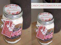 Delicious! 10 DIY Mason Jar Christmas Cookie Mix Gift Ideas | Tutorial | via putitinajar.com