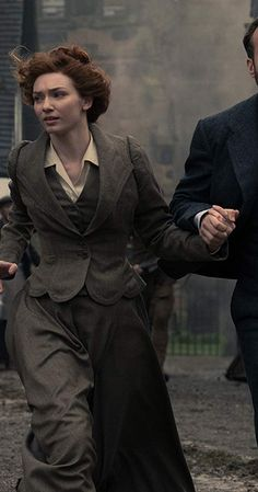 With Eleanor Tomlinson, Jonathan Aris, Freya Allan, Robert Carlyle. In London during the Edwardian era, George and Amy's attempt to start a life together is interrupted by a Martian invasion of Earth. Jonathan Aris, Rafe Spall, Greg Kinnear, Rupert Graves, Eleanor Tomlinson, World Tv, Demelza, Robert Carlyle, Aidan Turner