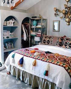 Boho dorm room college and dorm image boho chic dorm room decor Boho Dorm Room, Boho Chic Bedroom, Trendy Bedroom, Hippy Bedroom, Bohemian Bedrooms, Bedroom Neutral, Bohemian Room, Bohemian Interior, Bedroom Modern